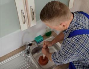 Comment déboucher un évier de cuisine très bouché ?